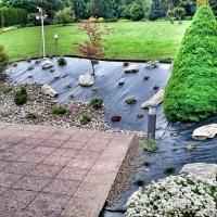 Zahrady Lukša - záhon ve svahu